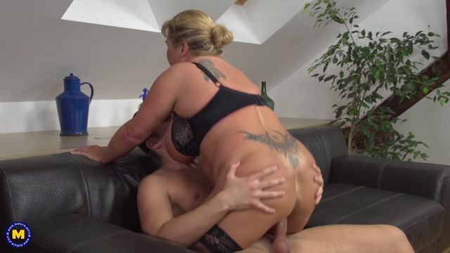 Mature.nl_presents_Kim_Van_Dyke__43__in_German_big_breasted_housewife_doing_her_toyboy_-_31.05.2017.mp4.00015.jpg