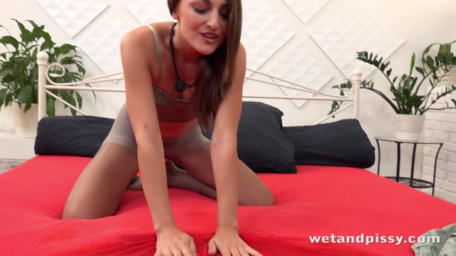Watch Free Porno Online – WetAndPissy presents Katy Rose in Bagging That Pee – 01.08.2017 (MP4, FullHD, 1920×1080)
