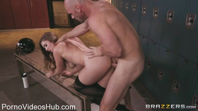 Brazzers_-_BrazzersExxtra_presents_Lena_Paul_in_On_The_Sidelines__On_Her_Knees_-_31.12.2017.mp4.00004.jpg