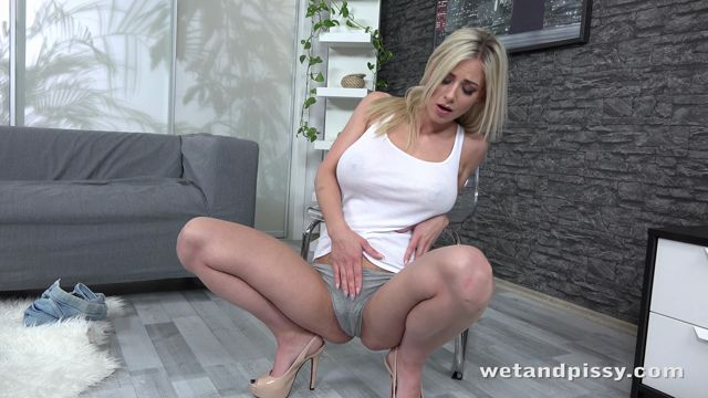 WetAndPissy_presents_BUSTY_OPRAH_-_17.04.2018.mp4.00002.jpg