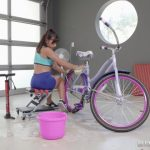 Watch Porn Stream Online – Brazzers – BabyGotBoobs presents Ella Knox in Bicycle Boning – 02.08.2018 (MP4, FullHD, 1920×1080)