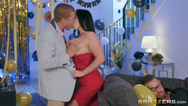Brazzers_-_RealWifeStories_presents_Angela_White_in_Fappy_New_Year___31.12.2018.mp4.00002.jpg