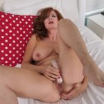 Watch Porn Stream Online – Mature.nl presents Andi James (53) – Andi is one naughty milf she even flashes in public – 30.11.2018 (MP4, SD, 960×540)