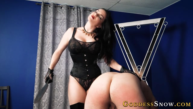 Goddess_Alexandra_Snow_-_Spanking_Essentials.mp4.00006.jpg