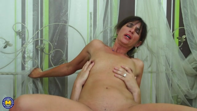 Mature.nl_presents_Emi__50_.mp4.00009.jpg