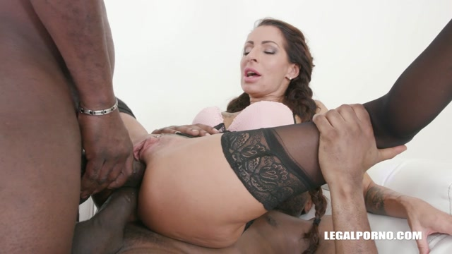 LegalPorno_presents_Valentina_Sierra_is_coming_to_get_pissed_on_IV318___22.06.2019.mp4.00005.jpg