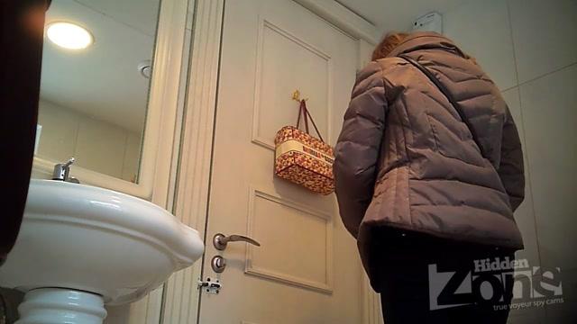 Voyeur_Pissing_-__Hidden-Zone_Toilet_-_hz_Wc2863.avi.00000.jpg
