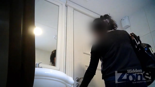 Voyeur_Pissing_-__Hidden-Zone_Toilet_-_hz_Wc2879.avi.00006.jpg