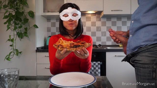 BruceAndMorgan_presents_19.06.21_pizza_extra_toppings.mp4.00007.jpg