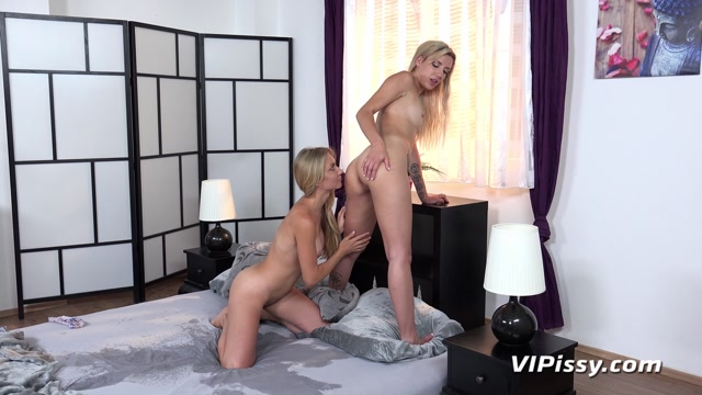 VIPissy_presents_Sophia_Grace___Puppy_in_Blondes_In_Bed___15.07.2019.mp4.00006.jpg