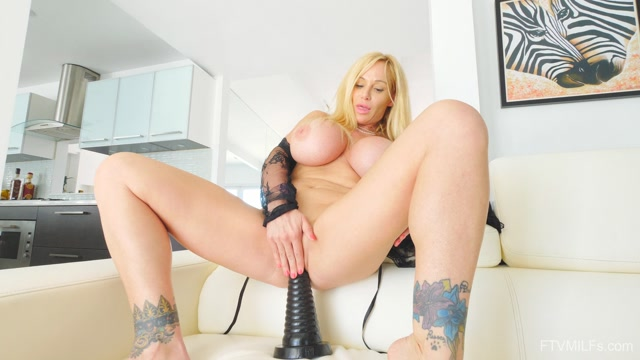 FTVMilfs_presents_Tyler_in_Busty_Lusty_Blonde_-_Larger_Than_Life_7_-_20.08.2019.mp4.00013.jpg