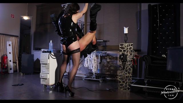 Kinky_Mistresses___Fucked_And_Fistet._Starring_Bella_Lugosi.mp4.00011.jpg