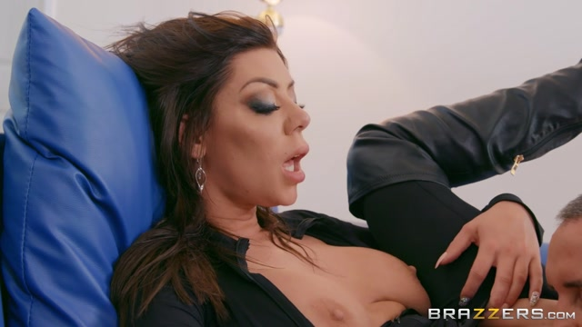 Brazzers_-_PornstarsLikeItBig_presents_Karma_Rx_Carnal_Catsuit_Cravings___30.09.2019.mp4.00012.jpg