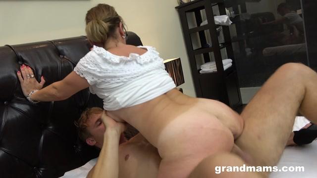 Grandmams_presents_Horny_Mature_Secretary.mp4.00010.jpg