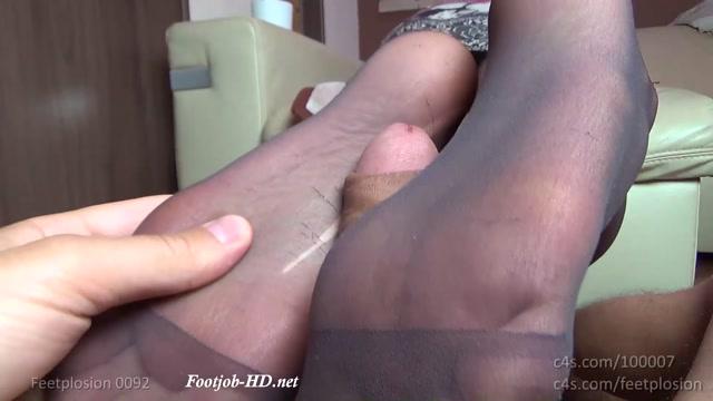 Light_Black_Sheer_Pantyhose_Amazing_Footjoob_-_Feetplosion.mp4.00014.jpg