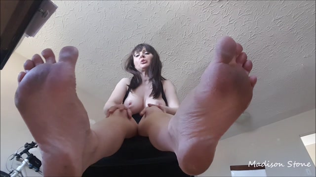 ManyVids_presents_Miss_Madison_Stone_-_smelly_gym_sneaker_foot_fetish.mp4.00011.jpg