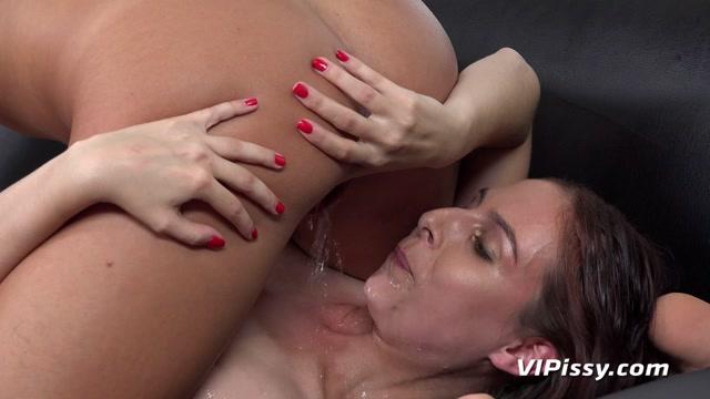 Watch Free Porno Online – VIPissy presents Showering Her Hair – Antonia Sainz & Vanessa Decker – 09.09.2019 (MP4, FullHD, 1920×1080)
