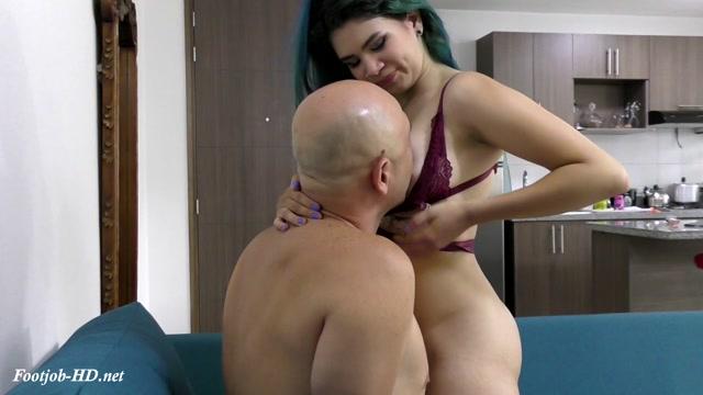 Veronica_Teasing_Guy_And_Making_Him_To_Cum_-_Latin_Domination_Goddesses.mp4.00004.jpg