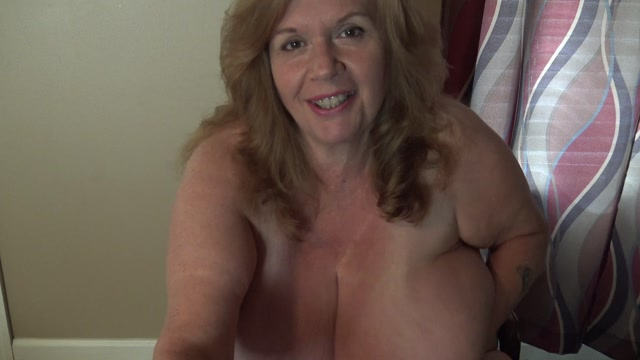 ManyVids_presents_SuzyQ44ks_-_let_me_wank_it_for_you_son.mp4.00014.jpg