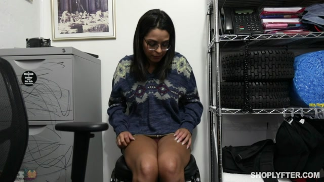 TeamSkeet_-_Shoplyfter_presents_Vienna_Black_in_Case_No._6475893___13.11.2019.mp4.00003.jpg