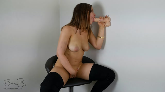 ManyVids_presents_BriannaBellxxx_-_Blowjob_from_a_stool_with_cum_dripping.mp4.00009.jpg