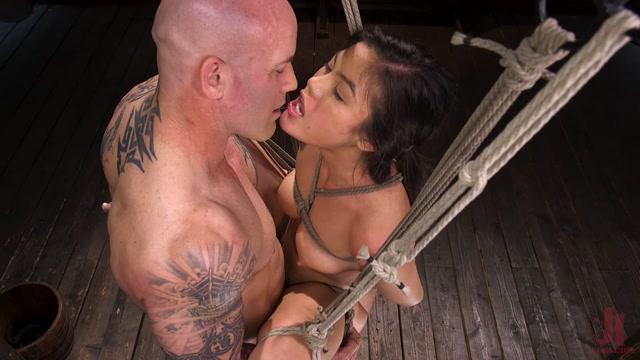 BrutalSessions_presents_Kendra_Spade__The_Insatiable_Slave___11.05.2020.mp4.00008.jpg