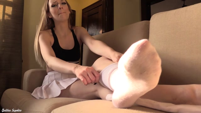 Goddess_Sapphire_-_Stinky_Cheerleader_Foot_Fetish.mp4.00010.jpg