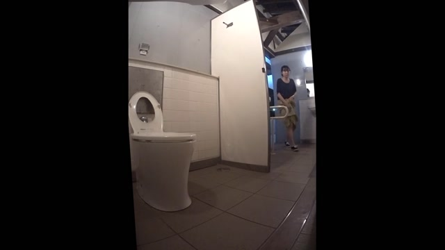 I_took_a_picture_of_the_Shin-Koba_Western_toilet__I_was_able_to_shoot_at_the_last_minute_Yukata_daughter__15318757.mp4.00006.jpg