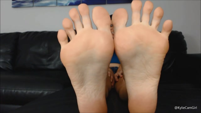 Kylie_Jacobs_-_kylie_s_feet_in_your_face_foot_pov_01.08.2020.mp4.00014.jpg