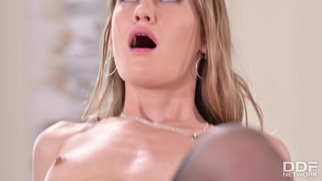 DDFNetwork_-_HandsOnHardcore_presents_Tiffany_Tatum_-_Blonde_Shaft_Swallower_-_16.09.2020.mp4.00010.jpg