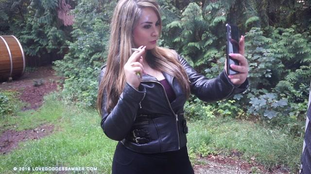 Goddess_Amber_-_Smoking_in_the_Woods.mp4.00010.jpg