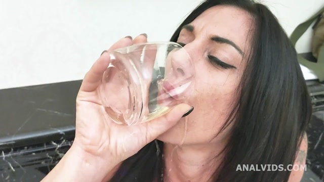 LegalPorno_presents_Italian_Sluts__Sabrina_Ice_drinks_pee_and_gets_fucked_in_the_ass_with_exhibitionism__outdoor_and_swallow_GL293___11.09.2020.mp4.00005.jpg