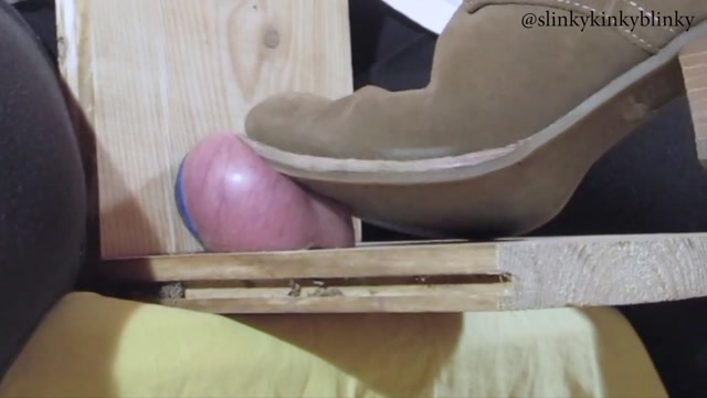 SlinkyKinkyBlinky_in_Amateur_Ballbusting_-trampling_his_Balls_with_her_Sexy_Feet._Full_Video.mp4.00003.jpg