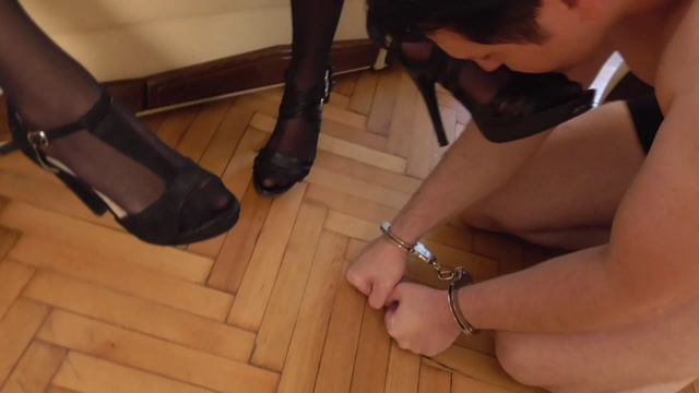 Twins_In_Scene__Feet_Smelling_95___FEMDOM-AUSTRIA.mp4.00000.jpg