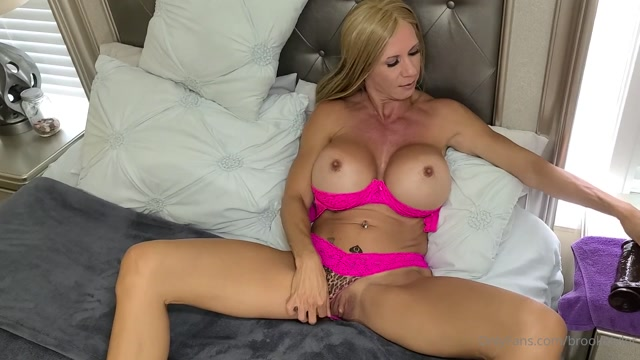 brooketyler_07-07-2020_I_can_t_tell_you_what_anyone_else_is_up_to_right_now_b.mp4.00005.jpg