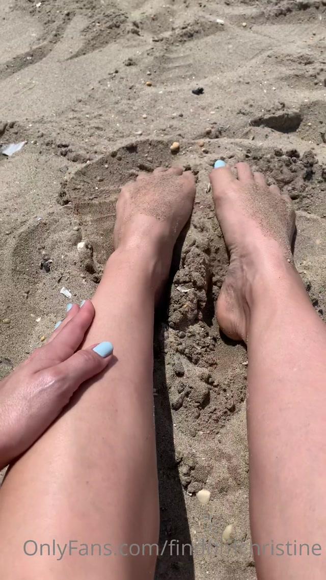 findomchristine_10-08-2020_Beach_toes.mp4.00007.jpg