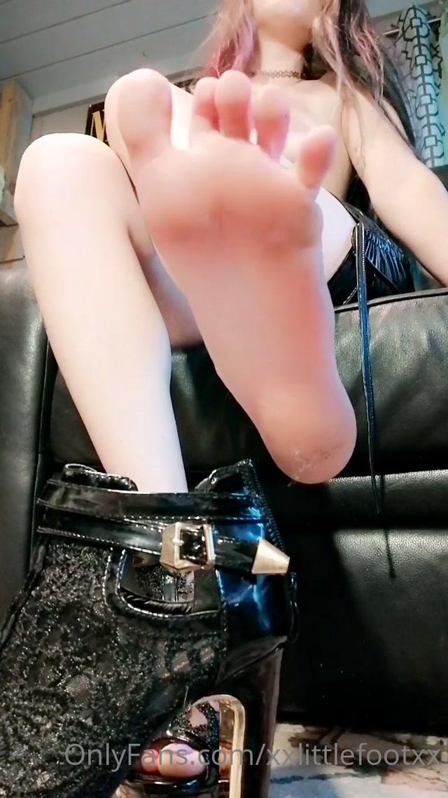 xxlittlefootxx_18-08-2020_Happy_titties_toes_Tuesday.mp4.00015.jpg