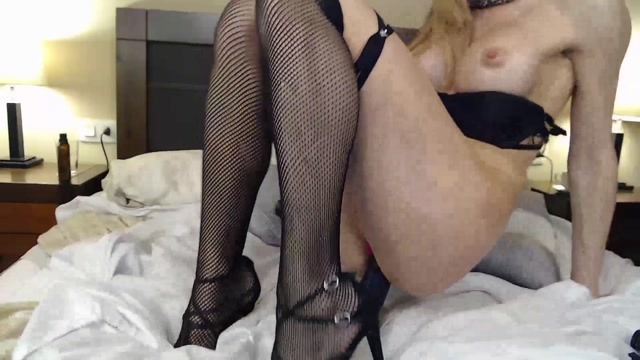 Blondcandy_rides_on_a_rubber_dildo_anal_and_vaginal.mp4.00009.jpg