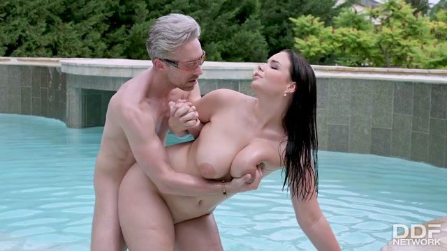 DDFNetwork_-_DDFBusty_presents_Sofia_Lee_-_Busty_Beauty_Fulfills_Her_Needs___26.10.2020.mp4.00014.jpg