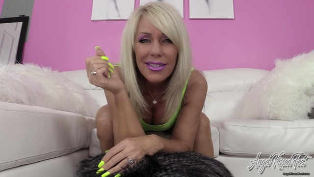 Erotic_Nikki_-_Blow_a_Load_For_Yellow_Toes.mp4.00002.jpg