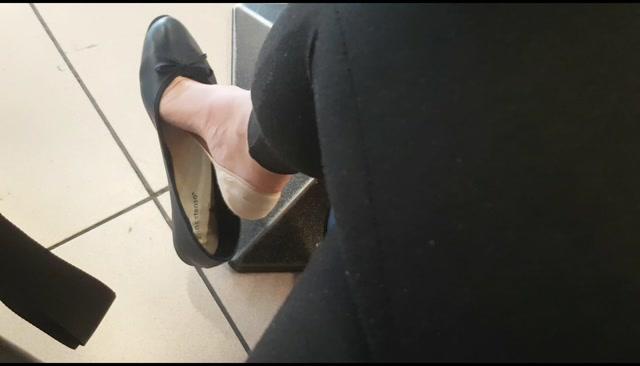 Goddess_Natalie_-_Shoe_dangling_compilation.mp4.00008.jpg