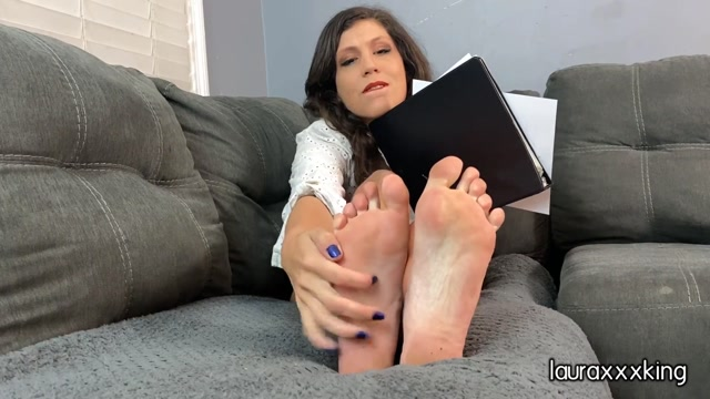 Laura_King_foot_fetish_sex_therapist_joi_and_cum_countdown_01.10.2020.mp4.00009.jpg