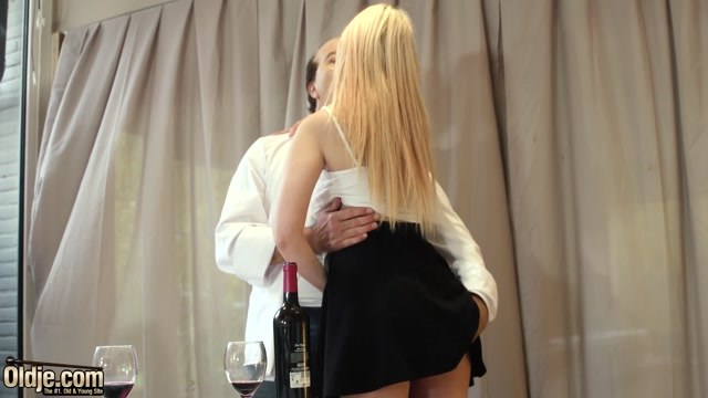 Oldje_presents_Roxy_Risingstar_-_The_Horny_Waitress_739.mp4.00004.jpg