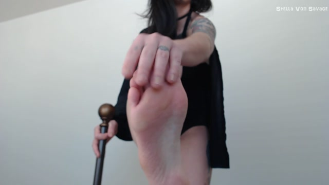 Stella_Von_Savage_-_Dark_Queen_DeFeet-_Executrix_Cosplay_JOI.mp4.00009.jpg
