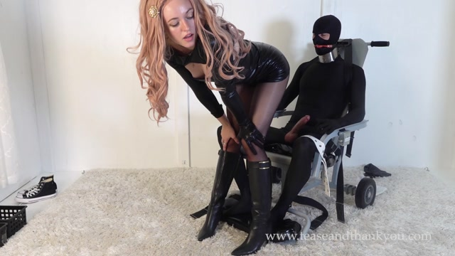 Step-Daddy_s_Special_Chair_2_-_Emerald_Erotica.mp4.00005.jpg