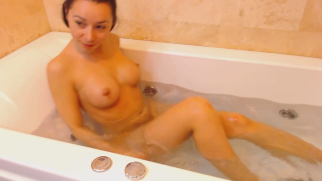beabeatrice_sexy_bath_time.mp4.00007.jpg