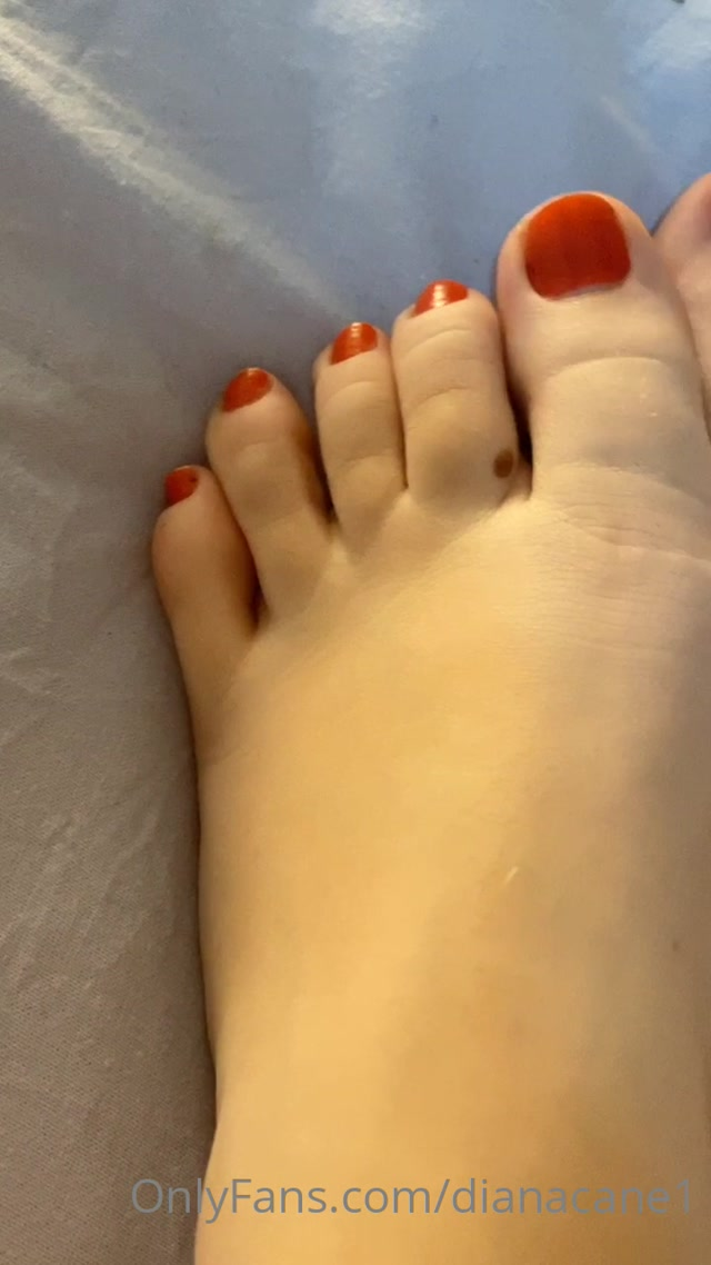 dianacane_11-05-2020_My_little_and_red_toes.._Lik.mp4.00001.jpg