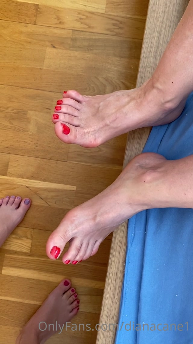 dianacane_16-09-2020_My_mom_paint_her_toes_in_RED_like.mp4.00010.jpg