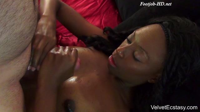 Brandi_Foxx_First_Ever_Footjob_-_Velvet_Ecstasy.mp4.00011.jpg