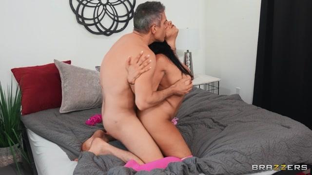 Brazzers_-_BrazzersExxtra_presents_Mona_Azar_-_Morning_After_Masturbation___21.11.2020.mp4.00011.jpg